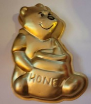 "Vintage 1976 Wilton Walt Disney Winnie The Pooh 9"" Gold Cake Mold Made i... - $14.50"