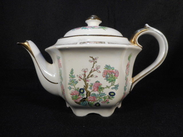 Vintage Sadler English Ind. Tree Pattern Tea Pot with Gold Detailing 30 oz.