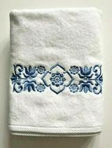 Avanti Scroll White Bath Towel Embroidered In Blue Guest Bathroom 27x50  - $36.51