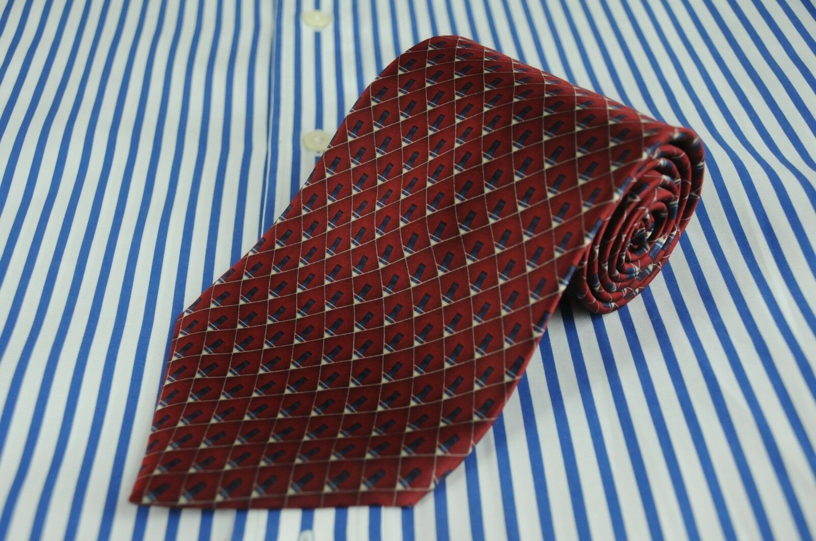 Primary image for Bill Blass NEO Men's Red & Blue Geometric Printed Silk Necktie 59 x 4 in.