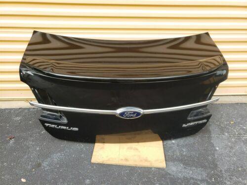 13-18 Ford Taurus SEL Trunk Lid W/Camera & Spoiler