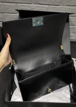 AUTHENTIC CHANEL BLACK PEARLESCENT PATENT LEATHER NEW MEDIUM BOY FLAP BAG SHW image 7