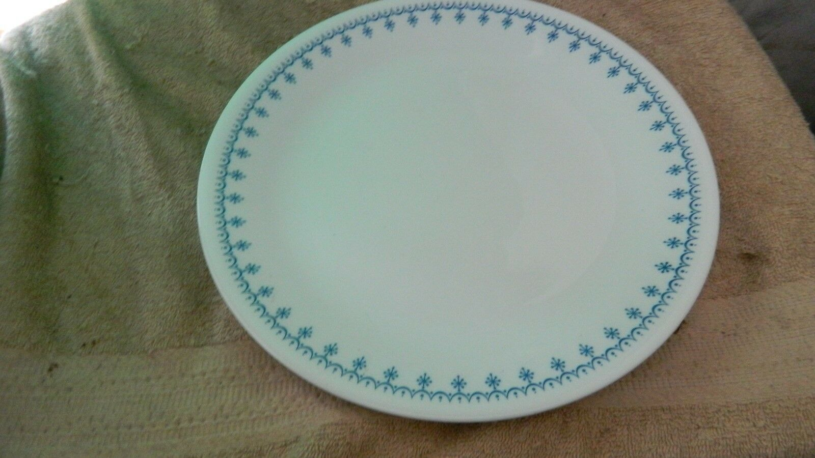 Primary image for CORELLE SNOWFLAKE BLUE DINNER PLATES 10.25 IN SET OF FOUR FREE USA SHIPPING