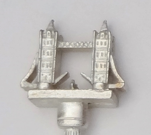 Collector souvenir spoon great britain uk england london tower bridge figural 3d  1
