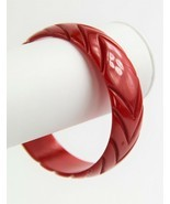 ESTATE VINTAGE BAKELITE BANGLE BRACELET CARVED CHERRY RED ARROWS TESTED - $125.00