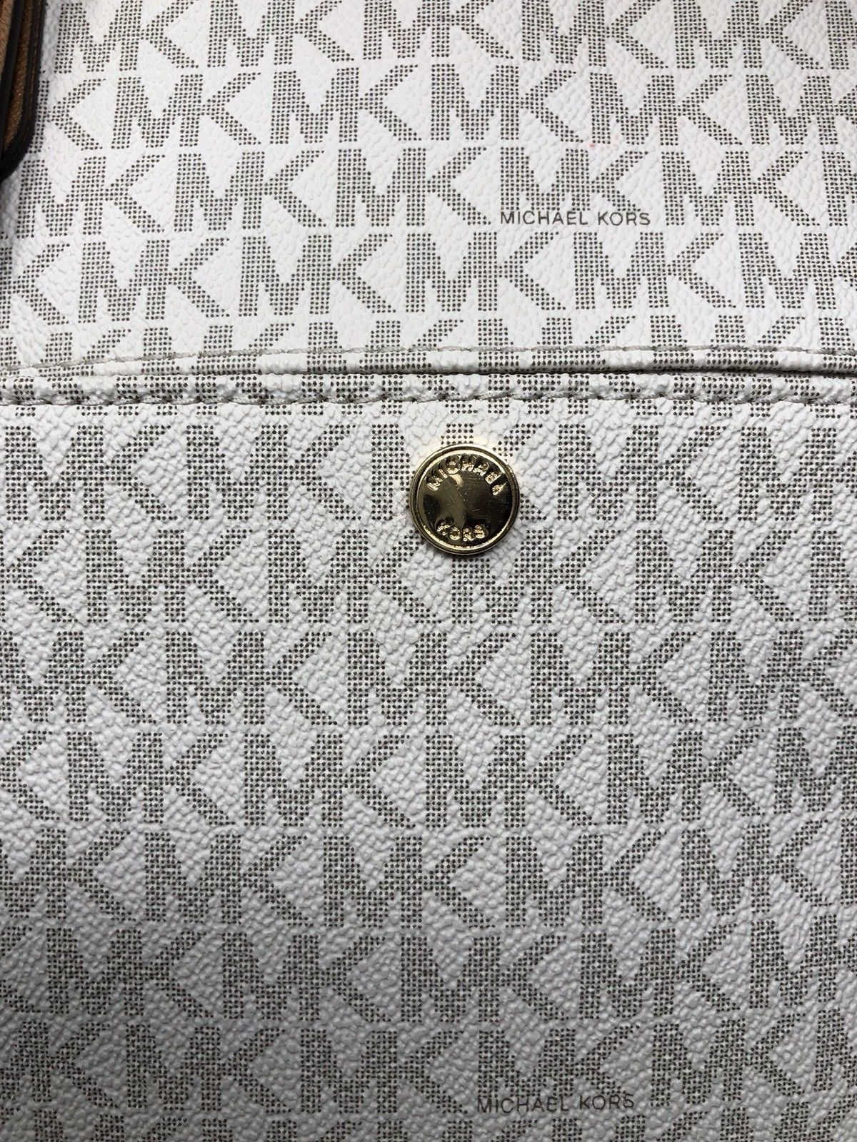 a031004b3f58f8 New Michael Kors Vanilla Gold Signature Jet Set Item MD Snap Pocket Tote  Purse