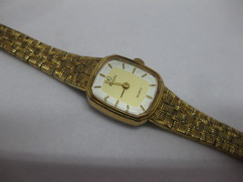 Vintage ELGIN EL116-009 Gold Tone Ladies Wrist Watch Fresh Battery Works - $29.69