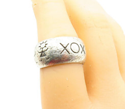 925 Sterling Silver - Vintage Etched XO Hugs & Kisses Band Ring Sz 7 - R... - $34.22