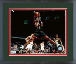 Vin Baker 1997-98 Milwaukee Bucks -11x14 Matted/Framed Photo - $43.55