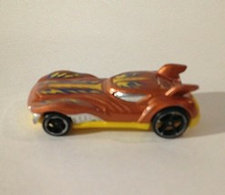 MATTEL 2010 - HOT WHEELS HOWLIN' HEAT 1:64 3'' DIE-CAST TOY CAR - $7.87