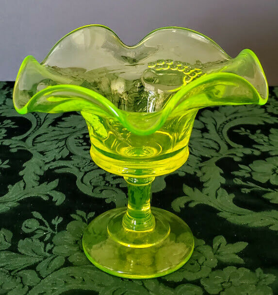 Vaseline Glass Fruit Cup Candy/Nut Dish Emerald Smooth & Berries Design 1920's