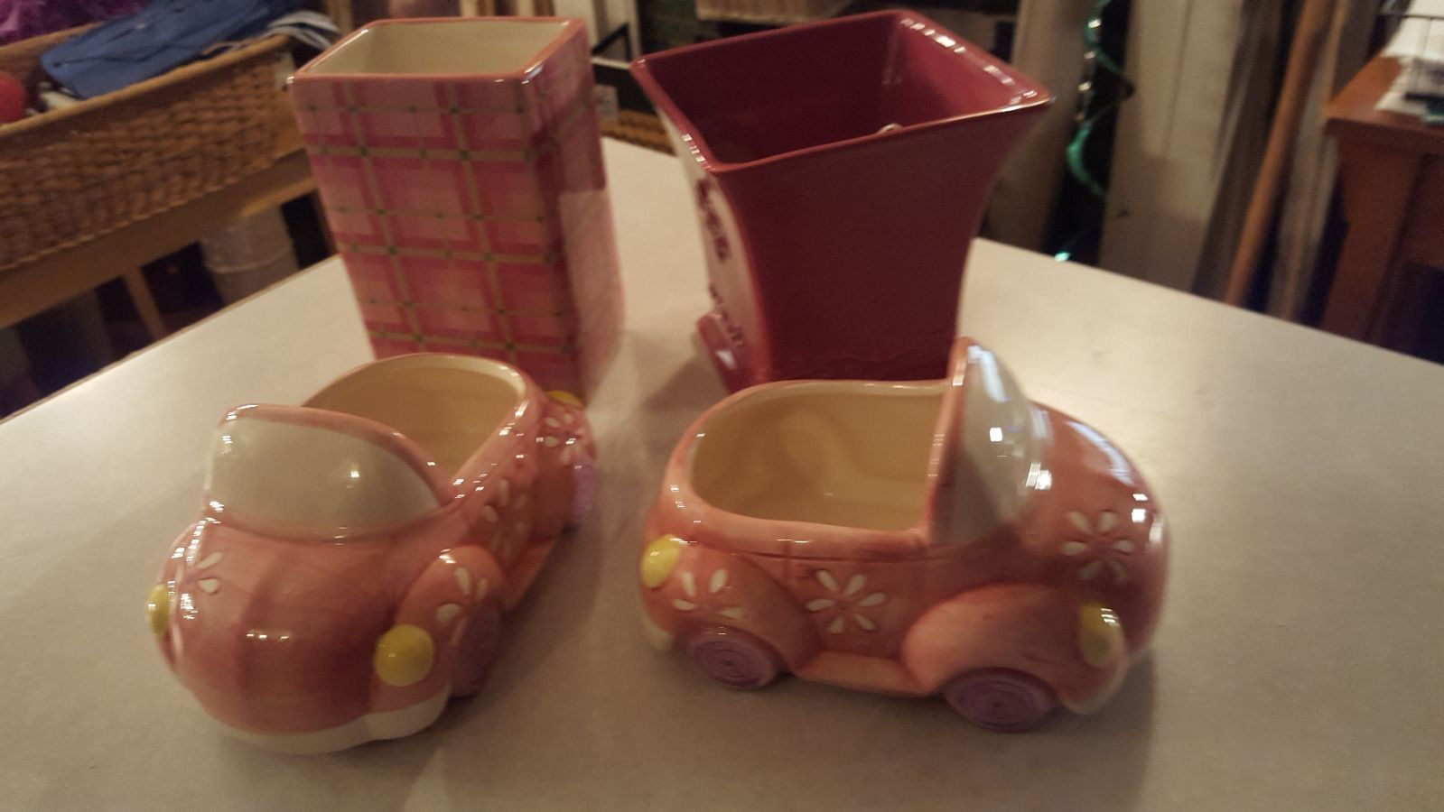 Adorable bundle for a little girls room, vases and convertible planters