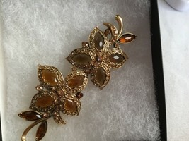Signed MONET Vintage FLOWER BROOCH Pin Amber Rhinestones - $19.55