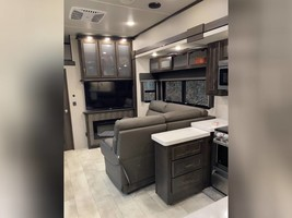 2021 GRAND DESIGN MOMENTUM M-CLASS 395M FOR SALE IN Effingham, IL 62401 image 4