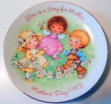 New 1983 Avon Love Is A Song Plate - $10.00