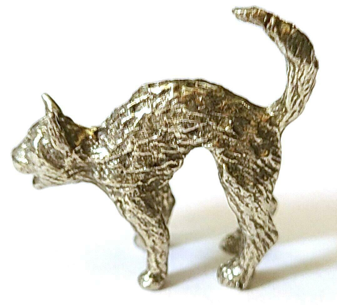 CAT WITH ARCHED BACK FINE PEWTER FIGURINE - Approx. 1 inch tall (T178)