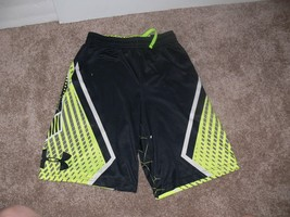 Under Armour Boys Loose Fit Athletic Shorts Black & Yellow Size YMD nb - $7.00