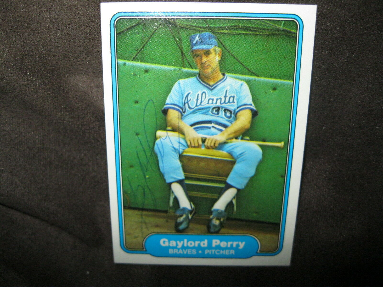 GAYLORD PERRY AUTOGRAPHED 1982 FLEER BASEBALL TRADING CARD WITH COA-BRAVES PITCH