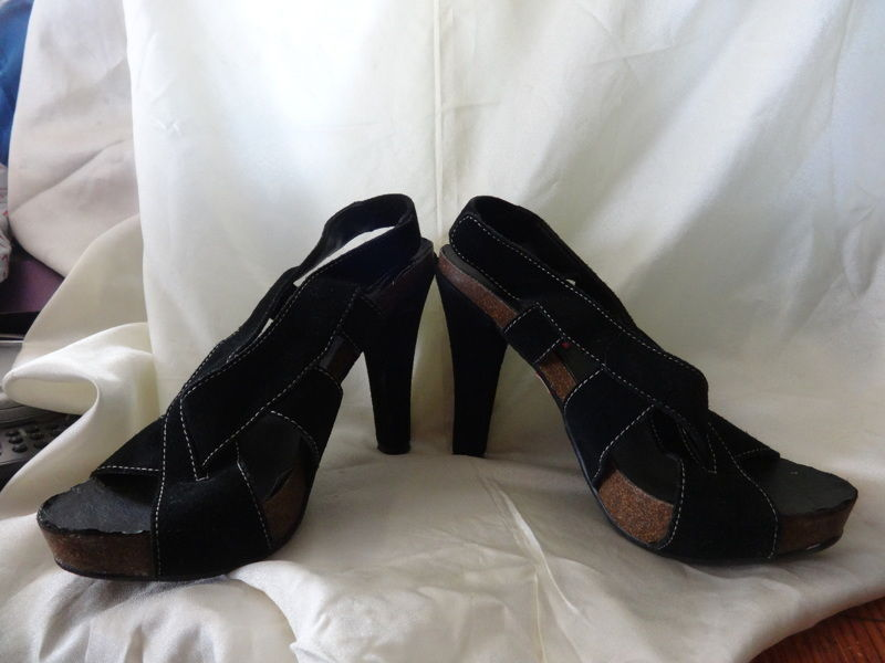 BETSEY JOHNSON BETSEYVILLE Black Suede Leather Strappy Cork Platform Heels Sz 8M