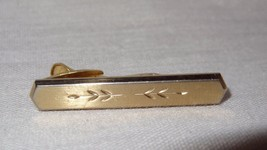 Vintage Hickok Tie Clip Engraved Leaves Gold Tone USA Costume - $18.97