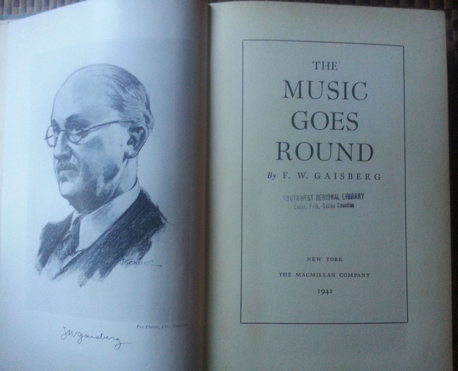 The Music Goes Round by F. W. Gaisberg 1942 HB 15 Plates