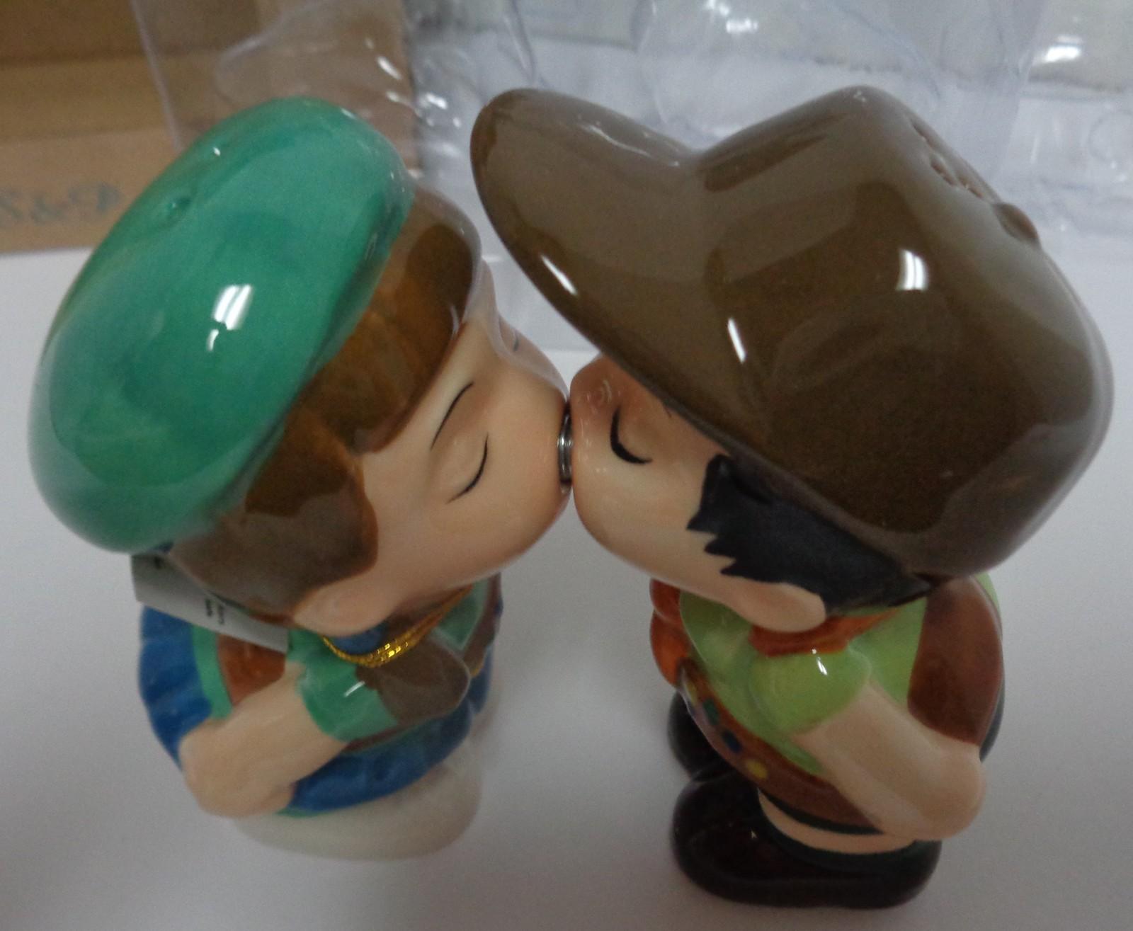 MWAH Magnetic Salt & Pepper Shakers Kissing Couple NIB Free Shipping