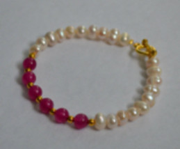 Handmade Freshwater Pearl And Pink Dried Quartzite Stone Bracelet - $16.50