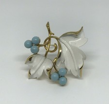 Vintage Sarah Coventry Brooch Pin White Blue Gift Classic Look Art Class... - $20.32