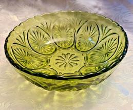 """Vintage Anchor Hocking Star Cameo Green Glass Avocado Dessert Berry Bowl 8""""X2.5"""""""