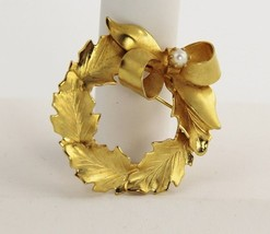 50s VINTAGE RETRO KITSCH Jewelry FIGURAL GOLD METAL WREATH PIN BROOCH - $15.00