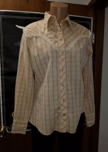 VINTAGE WRANGLER AUTHENTIC WESTERN SHIRT FEMALE USA MADE PLAID DESIGN WITH LACE