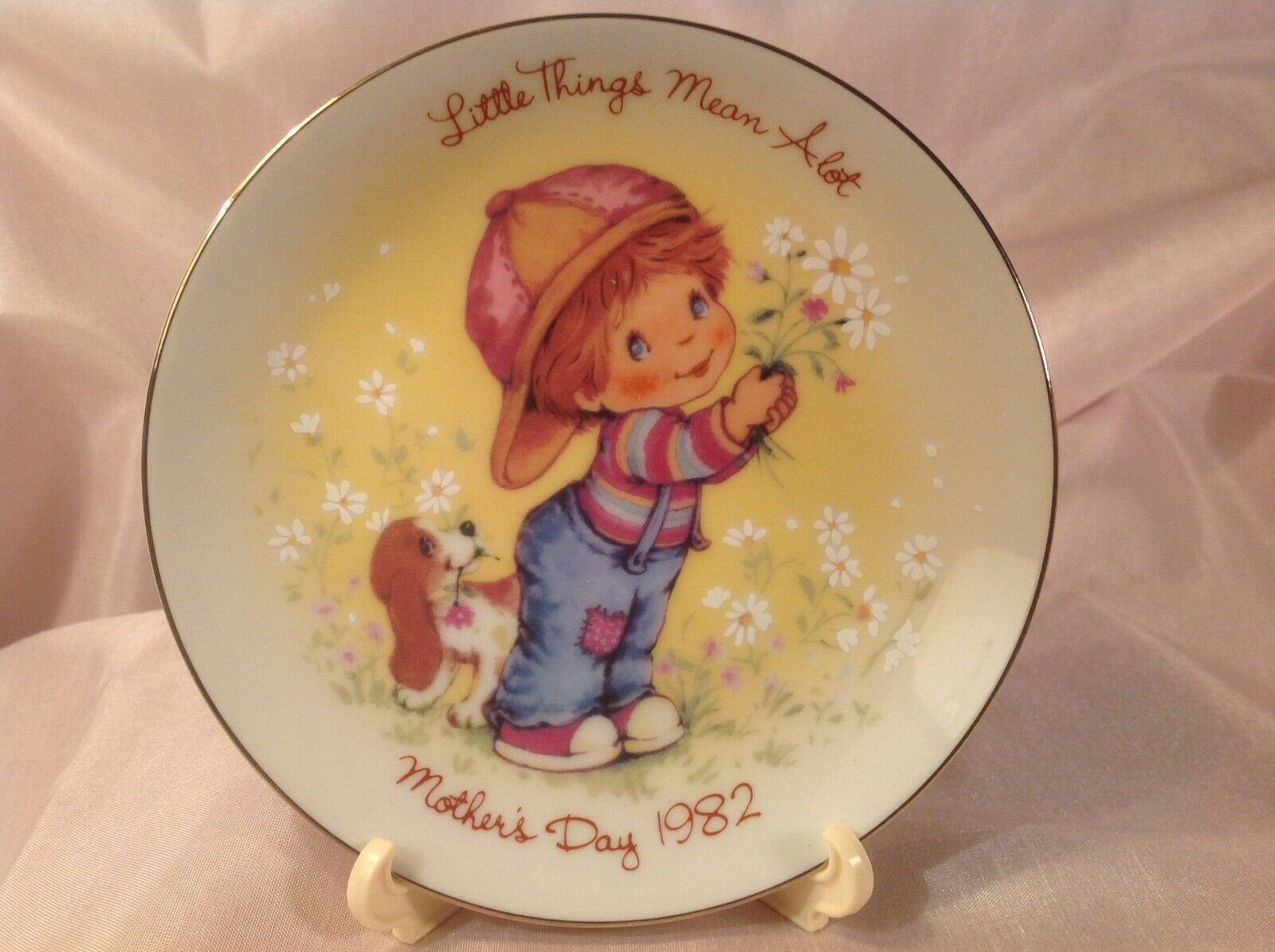 "MOTHER'S DAY, 1982, ""LITTLE THINGS MEAN A LOT"", MINI PLATE, AVON COLLECTIBLE."