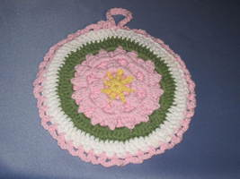 Round Potholder-Trivet Hanging Pink, Yellow and Green. - €7,21 EUR
