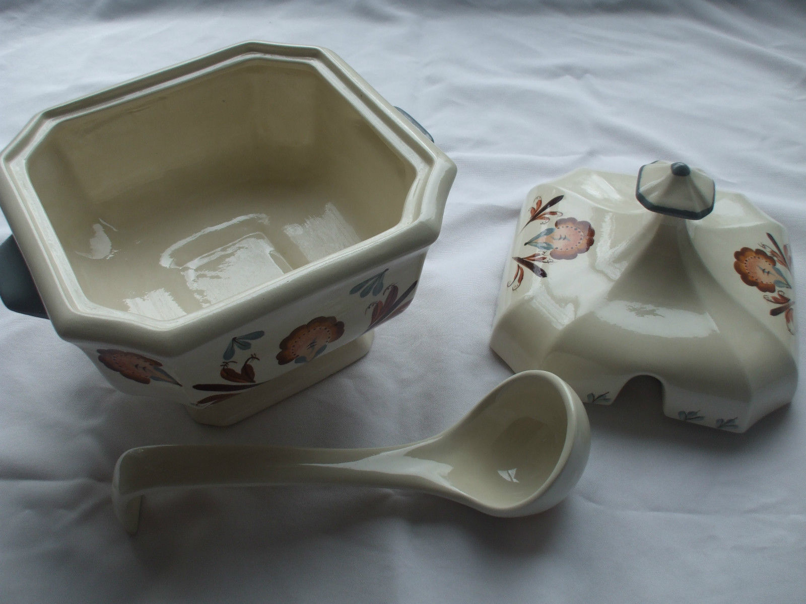 Ceramic Gravy Sauce Boat or Soup Server With Lid And Ladle Off White