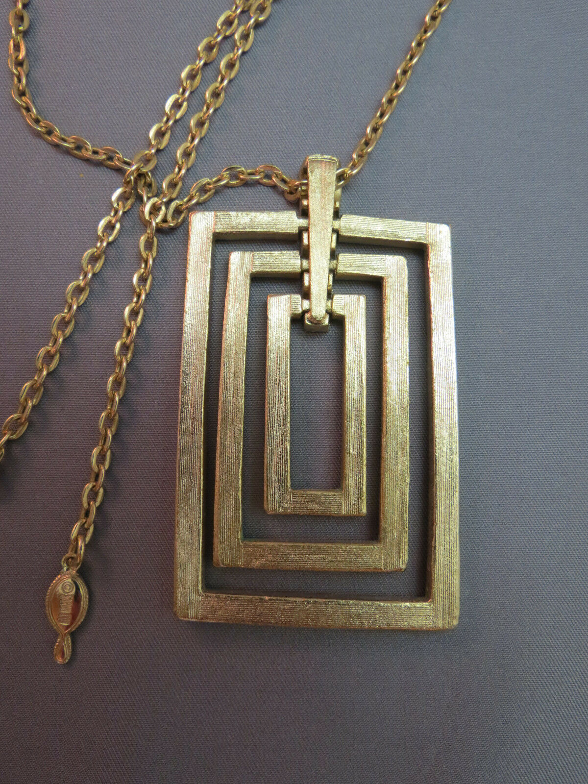 VTG Sarah Coventry Couture Pendant Necklace Chain Rectangular Gold Plate Texture