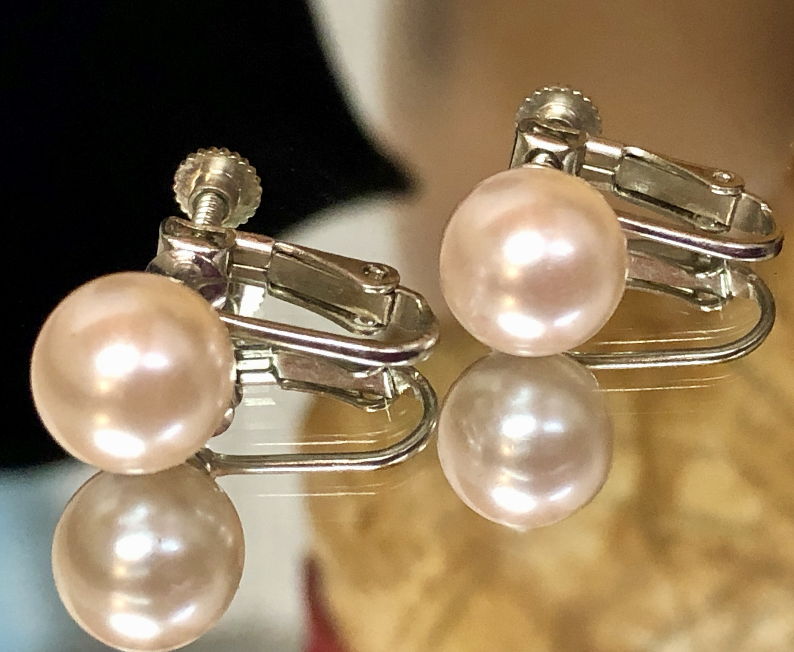 Vintage 1950s Faux Pearl Champagne Colored Screw Back Clip On Earrings EVC