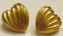 "Avon Pierced EARRINGS PLEATED HEART 5/8 "" Wavy Gold Plated Nickel Free 1... - $9.88"