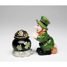 St Patricks Day Leprechaun & Pot of Gold Salt and Pepper Set - £11.64 GBP