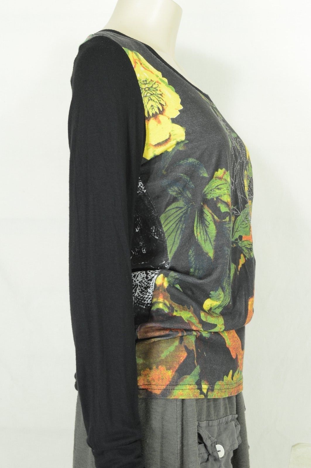 1 Bella Carra top t-shirt SZ M Biz Enterprises long sleeve black multicolor