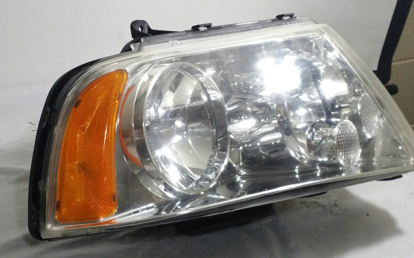 Primary image for 2003-2006 Lincoln Navigator Headlight Assembly RH Passenger HID Xenon OEM