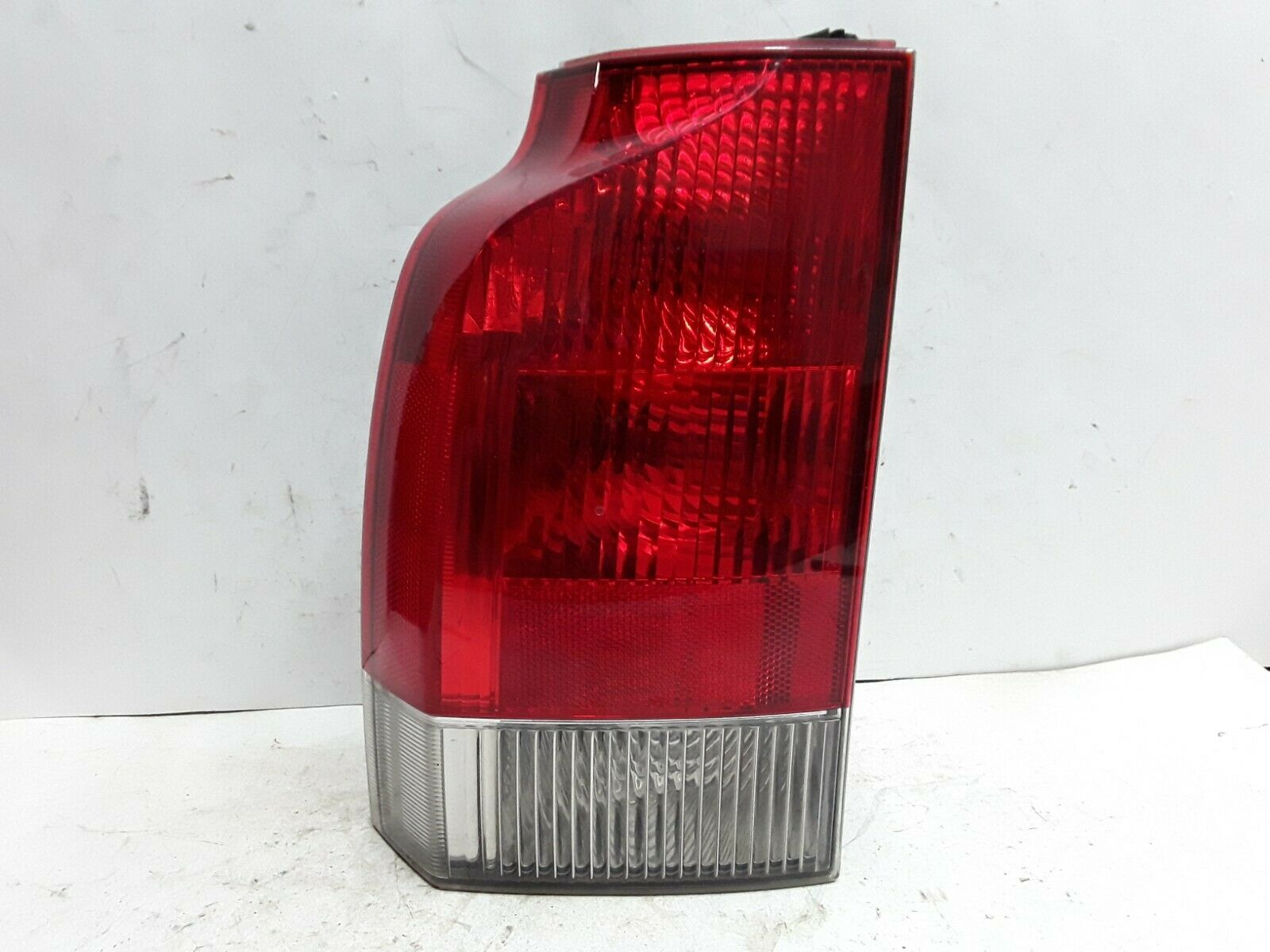 01 02 03 04 Volvo 70 series station wagon left lower tail light assembly XC70 - $89.09