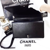 100% AUTHENTIC CHANEL BLACK QUILTED LAMBSKIN NEW MEDIUM BOY FLAP BAG RHW image 5