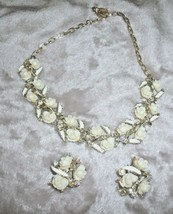VINTAGE 1950s Porcelain Roses & Iridescent Bead NECKLACE & CLIP EARRING ... - $72.51