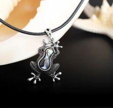 MARTE&JOVEN Silver Tone Abalone Vintage Frog Necklace Pendant [PEN-33] image 4