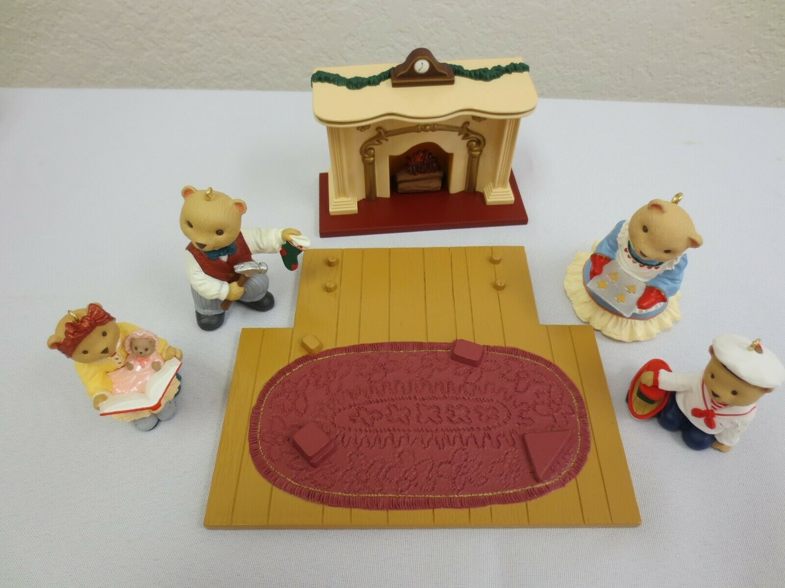 Hallmark Keepsake Ornament 1993 The Bearingers  with Flickering Fireplace 5 pcs