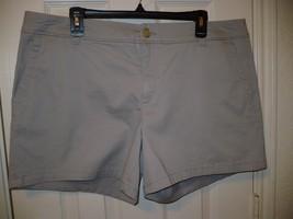 Liz Claiborne Twill Chino Shorts Silver Screen Size 18 New W Tags - $21.77