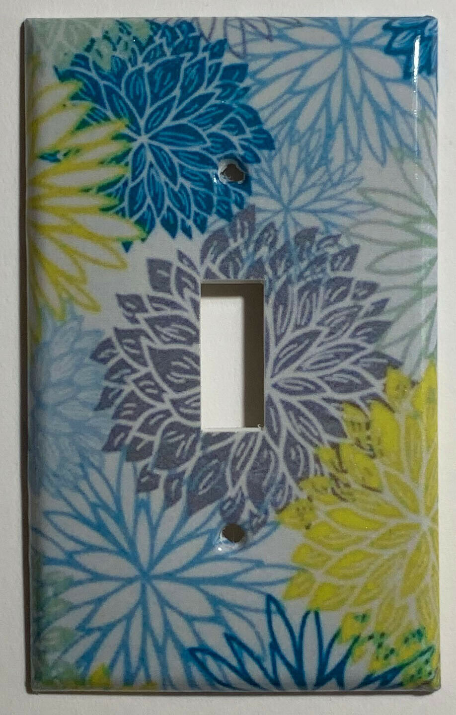 Chrysanthemum flowers pattern Light Switch Outlet Wall Cover Plate Home decor