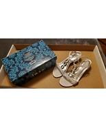 WOMEN'S IMPO GYPSY NAPOLI ORNAMENT WHITE SILVER SANDALS - SIZE 8.5M - $20.00