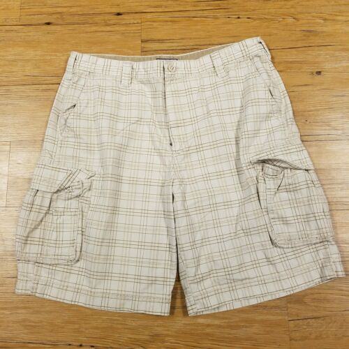Primary image for IZOD tan and beige plaid cargo shorts size 38