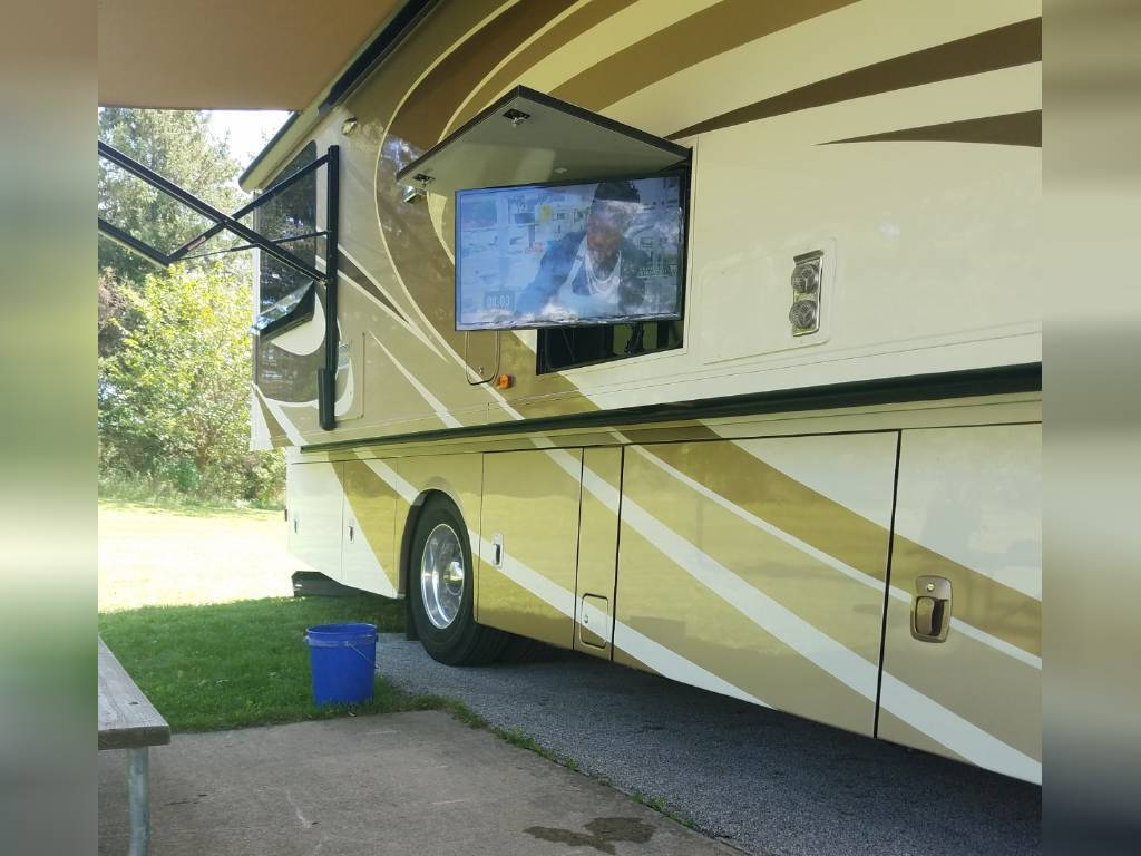 2017 WINNEBAGO JOURNEY 36M FOR SALE IN Muscatine, IA 52761